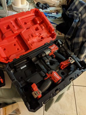 "Milwaukee, 1/4"" impact driver & 1/2"" hammer drill driver for Sale in Palmdale, CA"