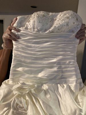 20 wedding dresses for Sale in Los Angeles, CA