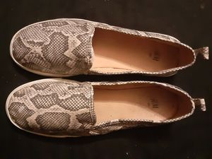 H&M Women's Snakeprint Shoes Size 8 (Van's style) for Sale in Federal Way, WA