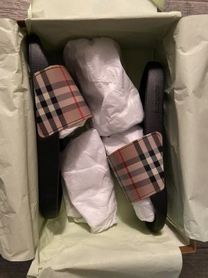 Brand new Burberry slides for Sale in La Puente, CA