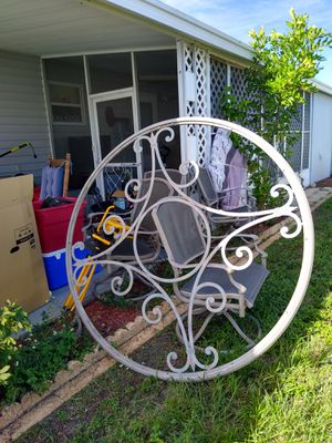 5ft round metal design for Sale in New Port Richey, FL