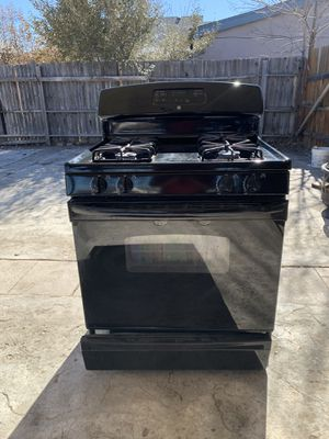 GE Gas stove, matching microwave, and Frigidaire Fridge for Sale in Lakewood, CO