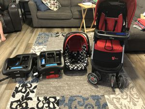 Infant travel system with 2 car seats, 2 bases, 1 stroller (1 car seat not pictured) for Sale in Hopkinsville, KY