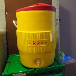 Igloo 10 Gallon water cooler for Sale in Martinez, CA