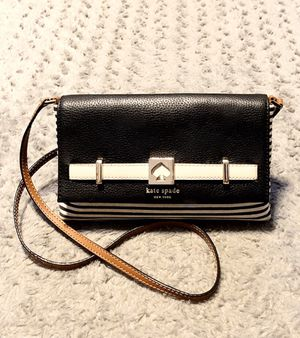 Kate Spade NY striped crossbody paid $325 Great condition! bag with sliver hardware, heart enamel accent at front, tan leather trim, flat shoulder st for Sale in Washington, DC