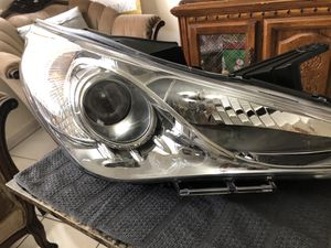 GENUINE OEM 2011 2012 2013 HYUNDAI SONATA RIGHT HEADLIGHT 92102-3Q for Sale in Miami, FL