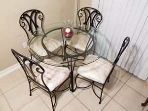 Beautiful Dining Set for Sale in Tampa, FL
