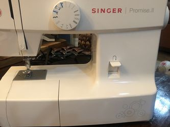 Singer Sewing Machine for Sale in Fort Lauderdale,  FL