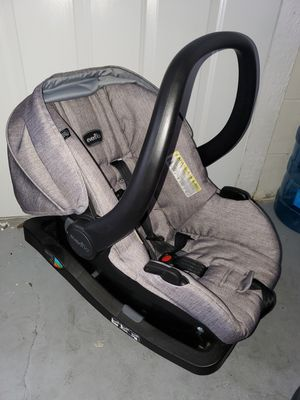 Car seat with base. for Sale in Ocala, FL