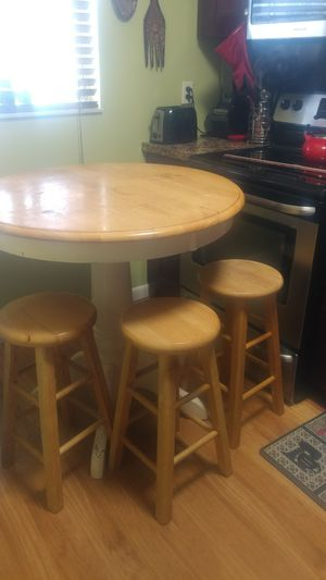 Table and 3 stools for Sale in Pembroke Pines, FL