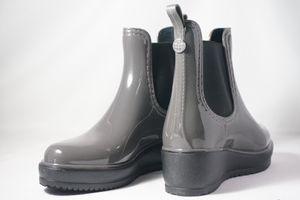 Nicole Miller Rain Boots, Sz 6 for Sale in Austin, TX