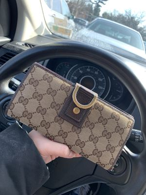 Gucci wallet for Sale in Annandale, VA