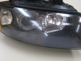 Audi A 4(2004,2004,2005)RH Xenon Headlight 8E0 941 004 -Passenger Side for Sale in Beaverton,  OR