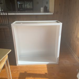 White Shaker Cabinet W/glass Doors for Sale in Temecula, CA