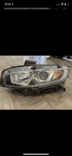 Honda Civic Headlight 2016-2018 is right driver side for Sale in Carson, CA