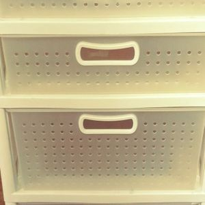 Sterilite Plastic Drawers 20 D X 19 Wx 32 1/2 H for Sale in Las Vegas, NV