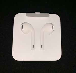 Apple EarPods Wired with Lightning Connection for Sale in Hollywood, FL