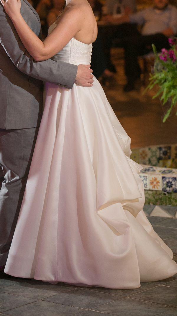 Pronovias Dimir strapless wedding dress