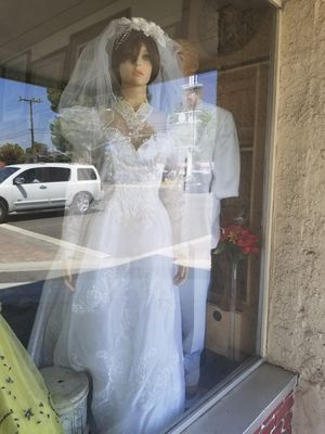 Wedding Dress w/Veil for Sale in Bloomington, CA