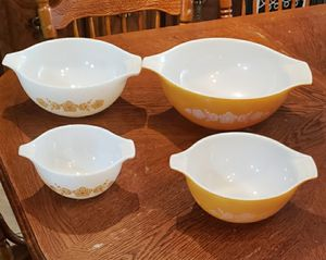 Vintage Pyrex bowls for Sale in Conroe, TX