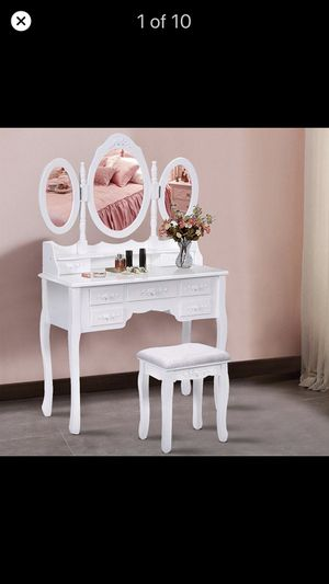 Make up vanity with five drawers and three mirrors for Sale in Fairview Heights, IL