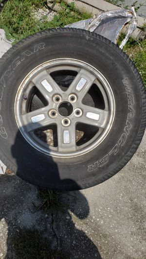 I hsve 4 wheels n tires with75 percent tread for Sale in Zephyrhills, FL