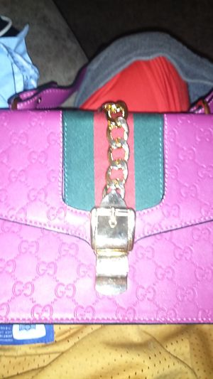 Gucci minni bag minni perfect cindition for Sale in Blue Springs, MO
