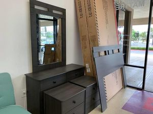 TODAY'S SPECIAL BLACK AND WHITE OR DARK GRAY 5 PIECES BEDROOM SET $350 5 pieces Bedroom Set Including Headboard dresser mirror and 2 night stand av for Sale in Chino, CA