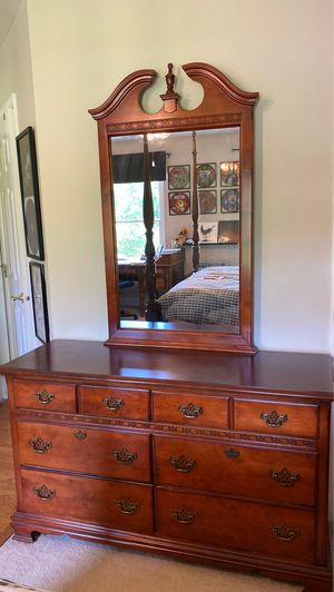 Stanley Young America Youth Dresser with Mirror for Sale in Fairfax, VA