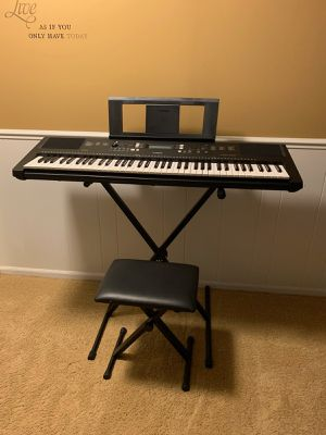 Keyboard with stand for Sale in Battle Creek, MI