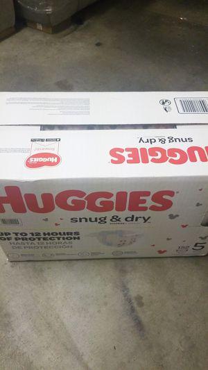 HUGGIES SNUG & DRY SIZE 5 152 CT. for Sale in Fontana, CA