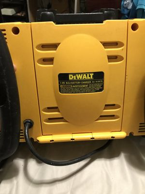 dewalt radio with auxiar for Sale in Takoma Park, MD