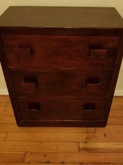 Small Dresser or Bedside Table/$25 for Sale in Everett,  WA