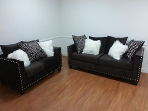 CHOCOLATE 2PC SOFA AND LOVESEAT SET WITH ACCENT PILLOWS AND NAILHEAD TRIM for Sale in Arlington, TX