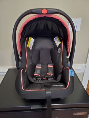 Graco SnugRide SnugLock 35 LX Infant Car Seat for Sale in Rocky Mount, NC