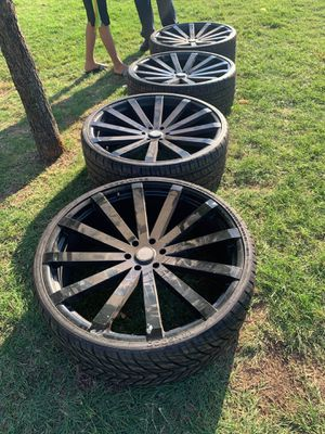 6 lugs 28 inch rims for Sale in Fort Worth, TX