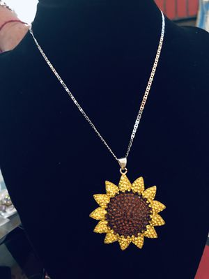 Silver Sunflower pendent with necklace set for Sale in Perris, CA