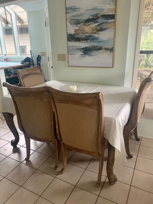 Dining room table for Sale in Gig Harbor, WA