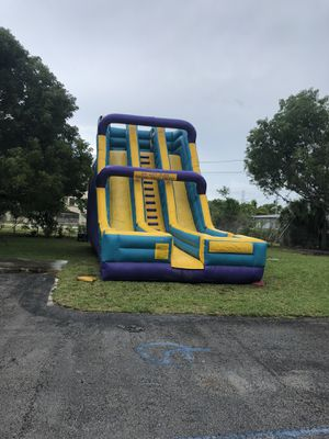 30' DRY SLIDE BOUNCE HOUSE for Sale in Miami, FL