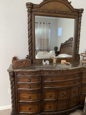 Cali king bedroom furniture. for Sale in Brentwood, CA