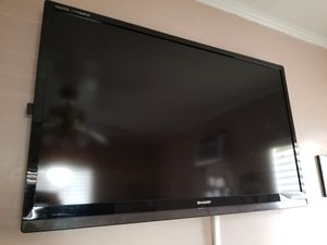 Selling my sharp tv for cheap for Sale in South Gate, CA