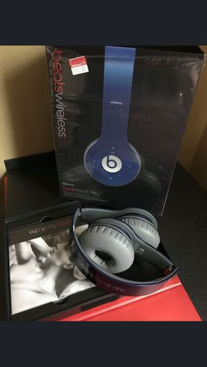 Beats by Dre Wireless Headphones - EUC for Sale in Peoria, IL