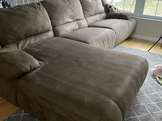 Brown Reclining Couch for Sale in Tarpon Springs,  FL