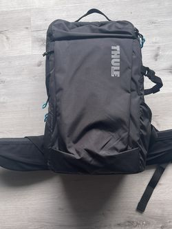 Thule Aspect DSLR 22L Camera backpack for Sale in Seattle,  WA
