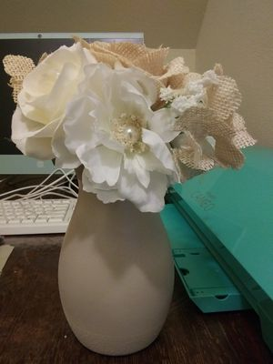 Vase and flower set Ivory for Sale in Chesapeake, VA