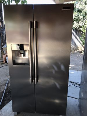Frigidaire side by side for Sale in Fresno, CA