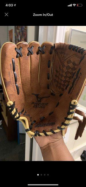 Baseball glove for Sale in Statesboro, GA