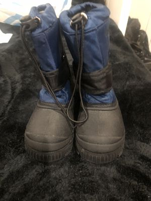 KIDS SNOW BOOTS SIZE 11 for Sale in Inglewood, CA