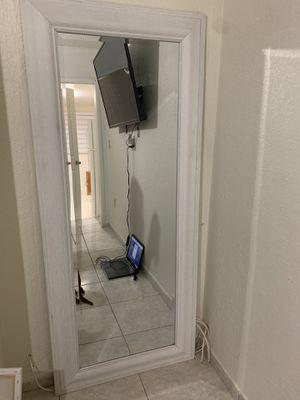 Leaning mirror for Sale in Hialeah, FL