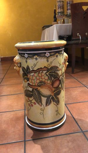 Extra large vase or flower pot for Sale in Los Angeles, CA